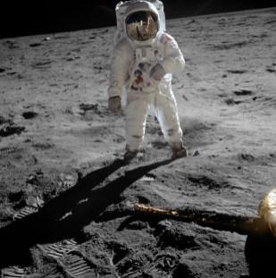 Buzz Aldrin fotografiado por Neil Armstrong. Vía Wikimedia Commons