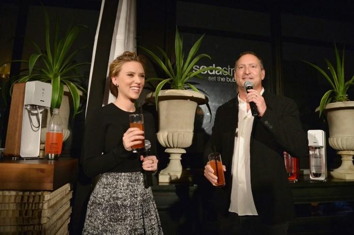 scarlet-johansson_daniel-birnbaum-announce-sodastream-partnership