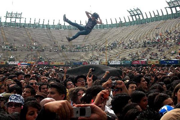 Volando en el Vive Latino 2013.
