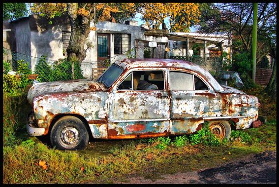 El auto abandonado.