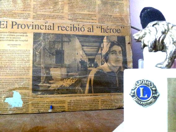 El héroe en el diario.