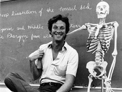 Un joven y bromista Michael Crichton.