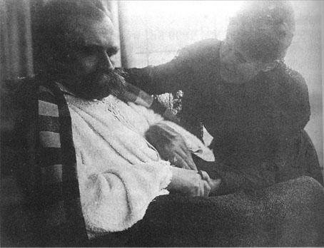 Al final de sus días, Nietzsche, enfermo, con su madre.
