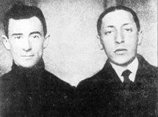 """1911. Esta imagen muestra al joven Maurice, a la izquierda, en compañía del joven Igor, piedra angular apellidada Stravinsky, poco antes del estreno de """"La consagración de la Primavera"""". Nadie impactó tanto al compositor del """"Gaspard de la Nuit"""", como la inmensa dimensión y genio artístico del Stravinsky de esos días. Luego todo cambió."""