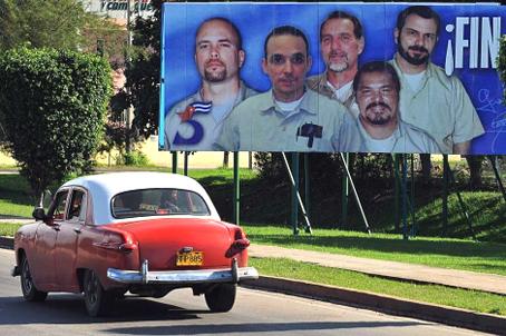 Los cinco héroes en las calles de La Habana. Foto Efe.
