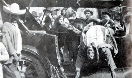 Villa, asesinado, señalado por la flecha.