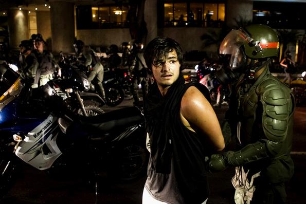 Estudiante arrestado por la Guardia Nacional. Foto de quepasaenvenezuela.com