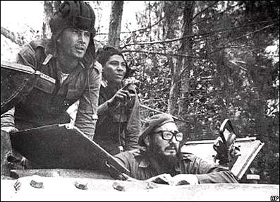 Fidel Castro llegó a la playa en un tanque cuando ya los aviones habían inutilizado al Houston.