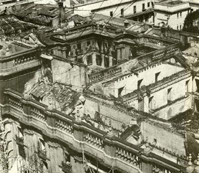 El Palacio de la Moneda, bombardeado.