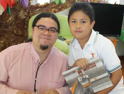 Antonio Ramos Revillas y un niño lector.