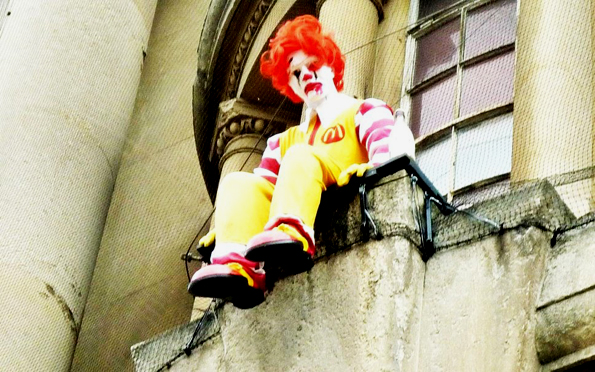 """Banksy, """"El suicidio de Ronald""""."""