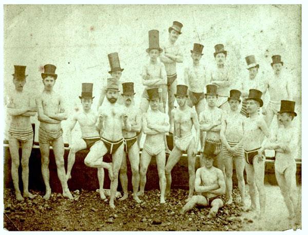 Miembros del club de natación de Brighton, en 1863.