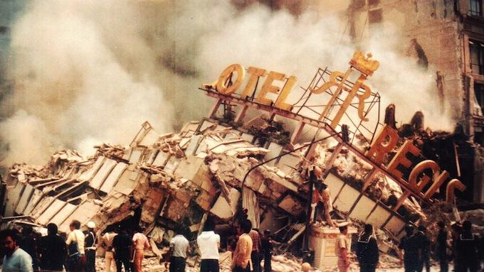 El hotel Regis, desplomado. Foto Canal 11.