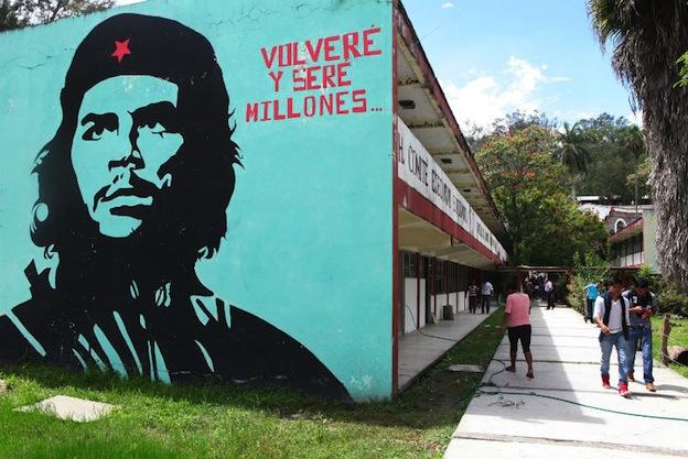 """Fotograma de """"Un día en Ayotzinapa"""", de Rafael Rangel. Archivo de El Universal."""