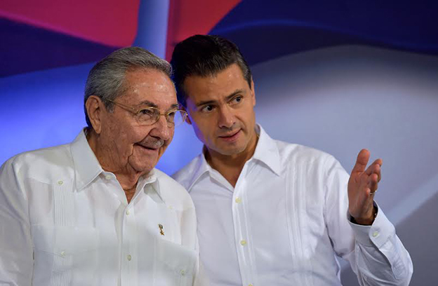 Raúl Castro y Enrique Peña Nieto en Mérida.