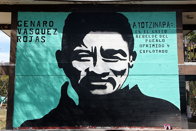 Mural en la Normal Rural de Ayotzinapa. Foto © Arturo de Dios Palma / Los Angeles Press.