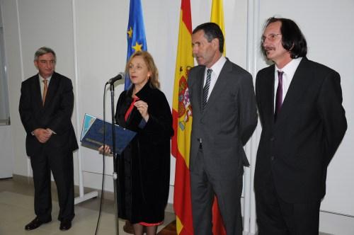 De izquierda a derecha, Rafael Dezcallar, Pilar Almagro, Miguel Ángel Villaobos y Daniel de Campos, en un momento de la inauguración de la exposición de la obra del maestro Muxart