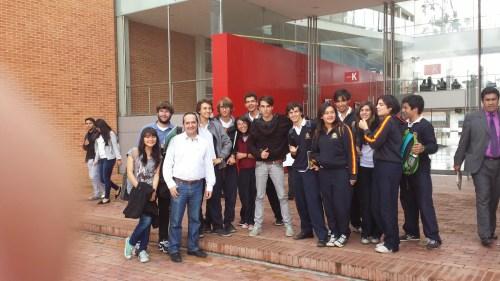 El Profesor Valentín Velasco y su alumnado en el Congreso
