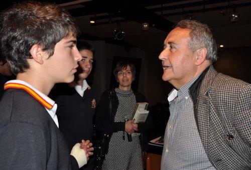 Vicente Molina Foix, dedicó tiempo a  charlar con el alumnado y el profesorado