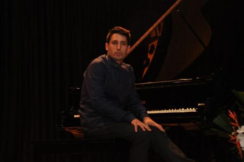 El pianista balear, Óscar Caravaca, inauguró las actividades del centro cultural español en Bogotá