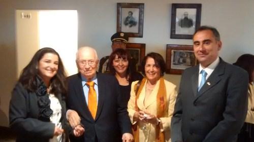 El ex-Presidente de Colombia, Don Belisario Betancur, con personal del CCEE Reyes Católicos, en la Recepción de la Fiesta Nacional de España