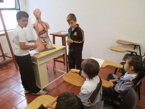 Los pequeños docentes en una clase magistral.
