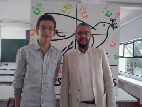 El alumno Carlos Eduardo Padilla y el profesor Julio M. Pérez
