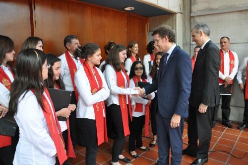 Alberto Núñez Feijóo, saludó a los miembros del Coro y agradeció la canción gallega interpretada