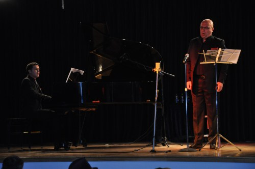 Gonzalo Montes  acompañado al piano por Paulo Navarro.