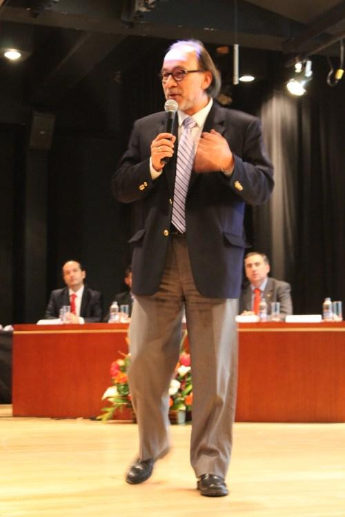 El Personero de Bogotá Don Ricardo Cañón en plena disertación.