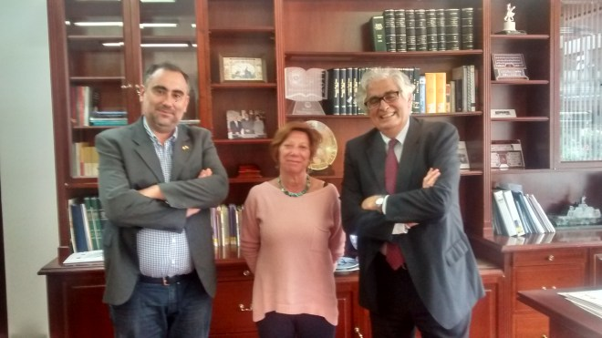 El Rector Luis Fernández, El Decano de la Facultad de Ciencias Jurídicas y Económicas José Luis Curbelo y la SEcretaría Cecilia Castejón