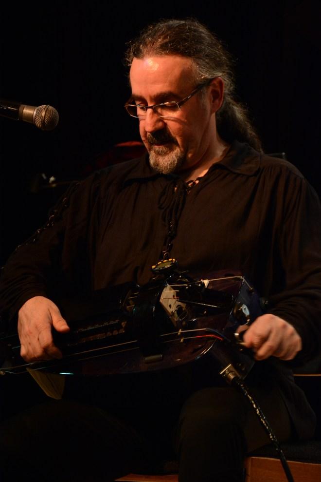 Bieito Romero tocando la zanfona