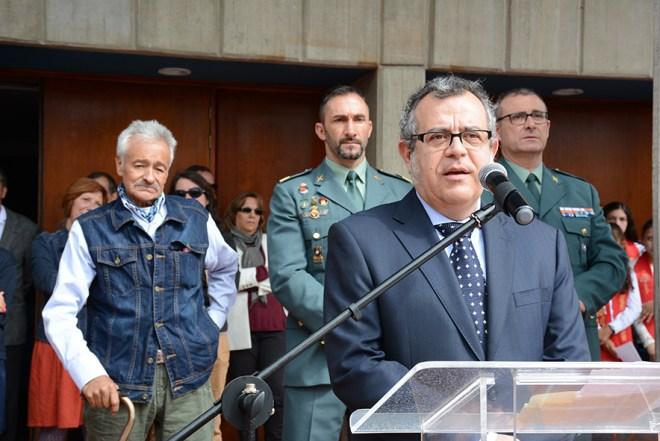 El Agregado de Educación, Don Manuel Lucena Giraldo y los servicios de seguridad de la Embajada (Guardia Civil) testimoniaron el agradecimiento de la Embajada de España a los servicios prestados por Gratiniano Bulla durante más de 30 años