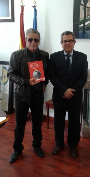 Don Manuel Lucena Giraldo, Agregado de Educación de la Embajada de España en Colombia y el profesor Don Jaime Prieto Prieto.