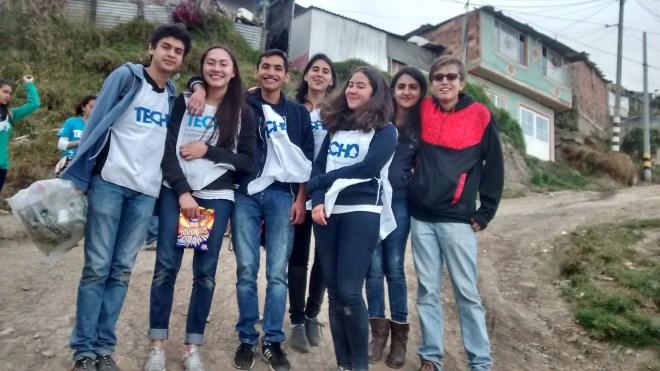 Este domingo en barrios desfavorecidos del sur de Bogotá, trabajando en desarrollo