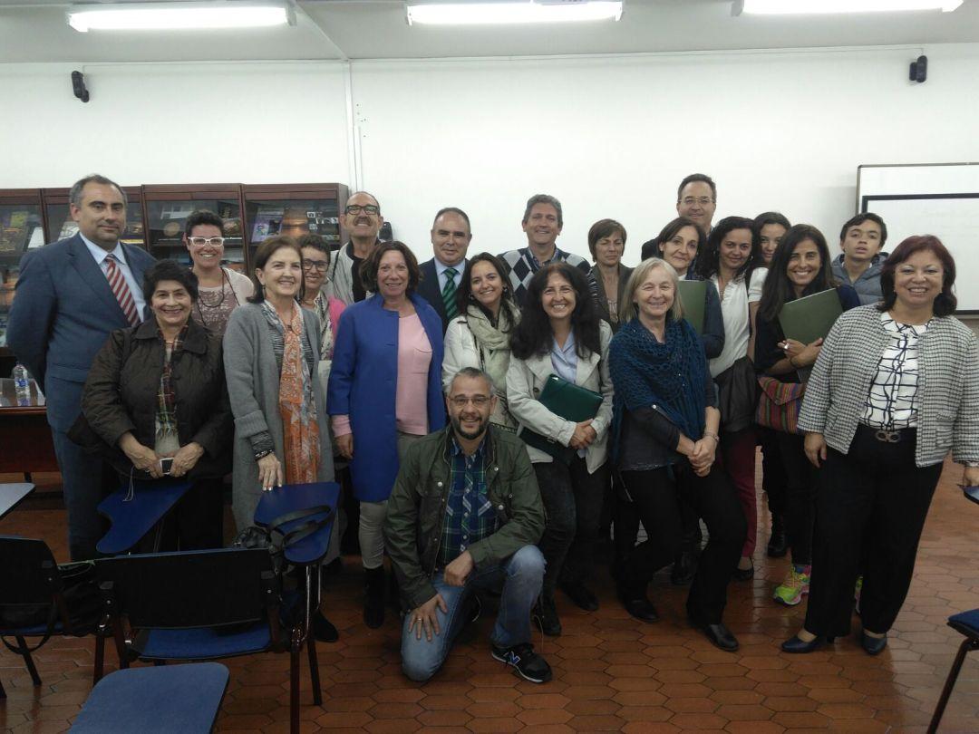 Clausura del curso con los ponentes y asistentes. 9