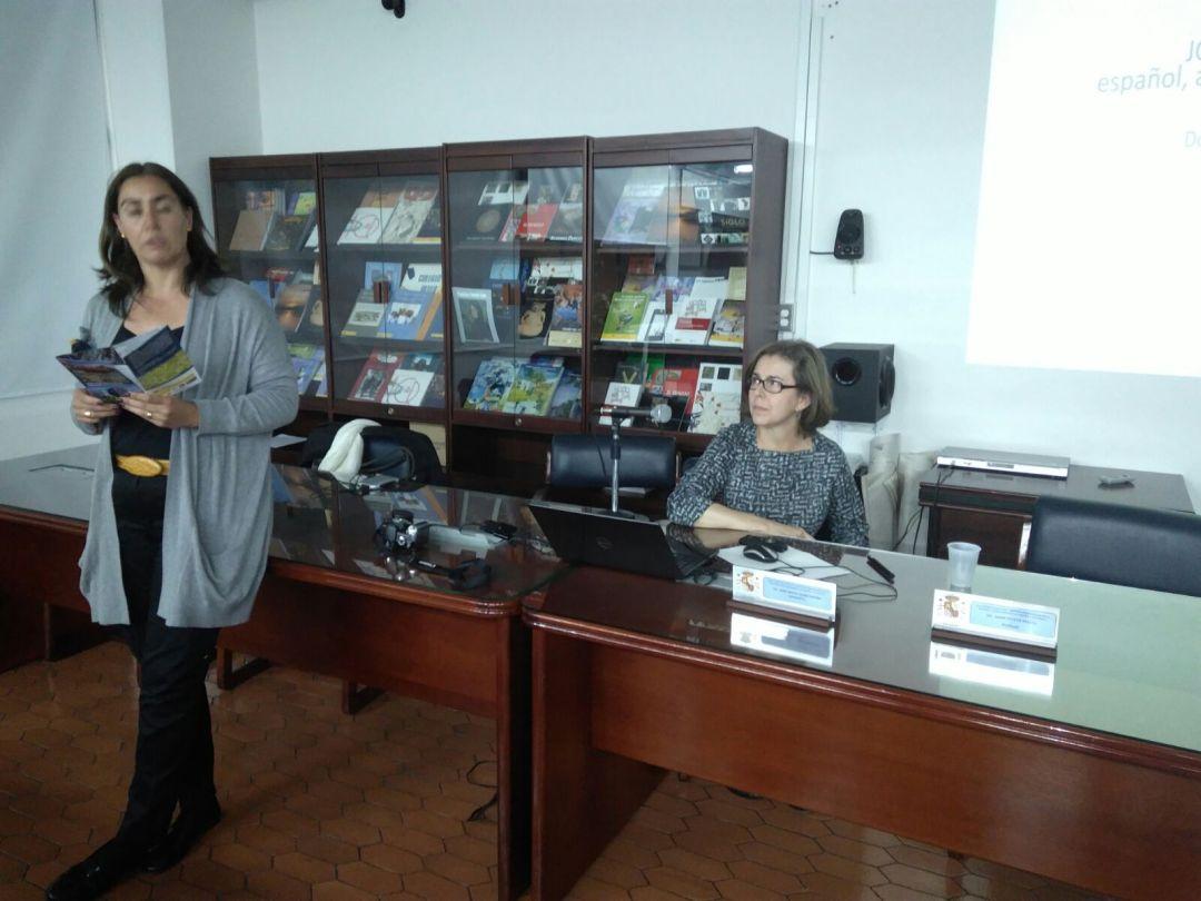 violeta Ariza presentando a la ponente Doris Tarchópulos.  6