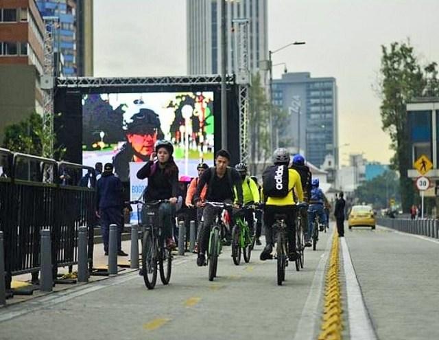ciclistas en la via_2.jpg