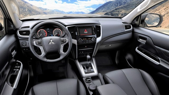 Mitsubishi L200_Interior_IP_181212
