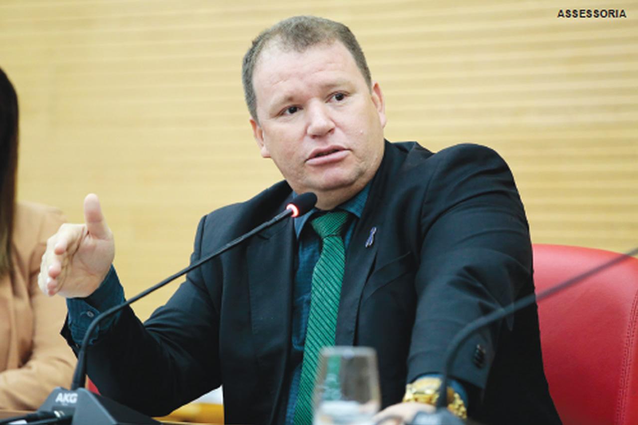 Dr. Neidson anuncia Ordem de Serviço para modernização do Estádio de Guajará-Mirim