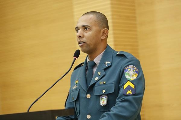 Deputado apoia militarização de escolas em Rondônia