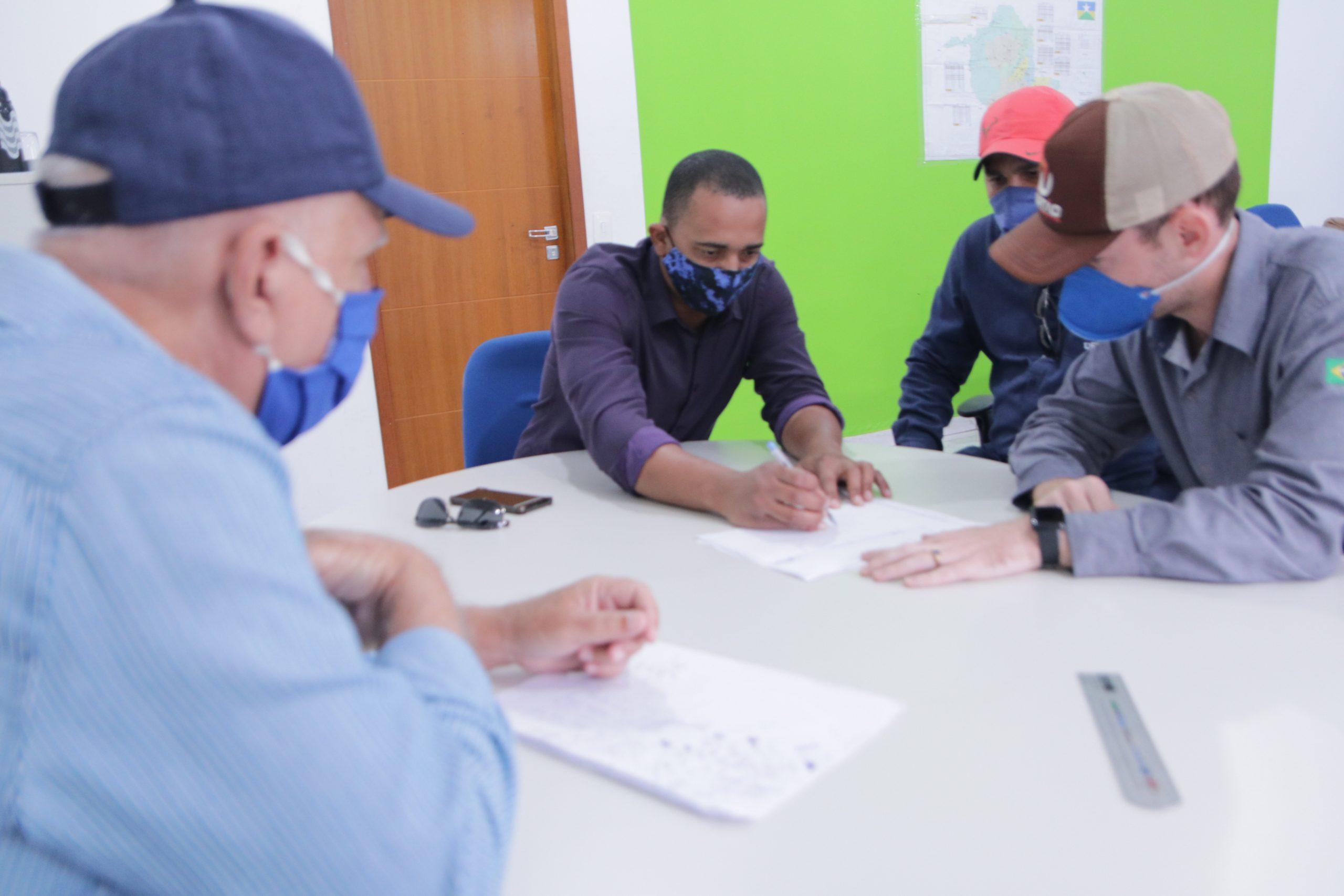 Jhony Paixão se reúne com DER para viabilizar ciclovias e fiscalizar obra de ponte