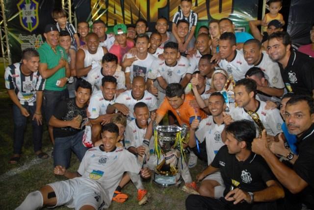 Comemoração dos jogadores do Peixe da Amazônia (Foto: Gabriel Penha - Globo Esporte / AP)