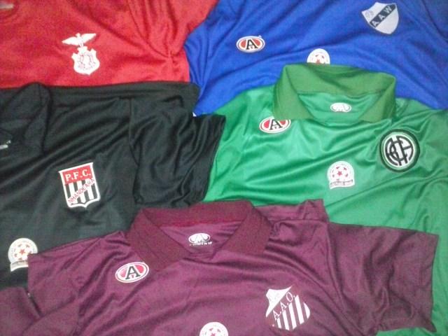 Vermelho, azul, grená, verde e preto. Tem de todas as cores. (Foto: Felipe Augusto/Série Z)