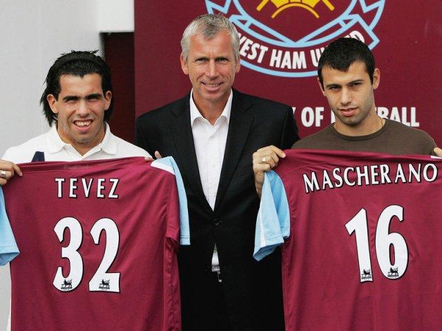 Depois de jogarem no Corinthians, o West Ham surpreendeu e anunciou Tevez e Mascherano.