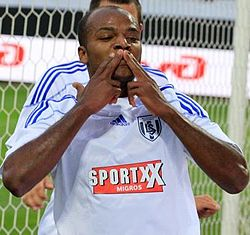 Sílvio jogou na Suíça entre 2005 e 2011. Seu último clube foi o Lausanne-Sport, onde anotou 20 gols, na temporada 2010/11.