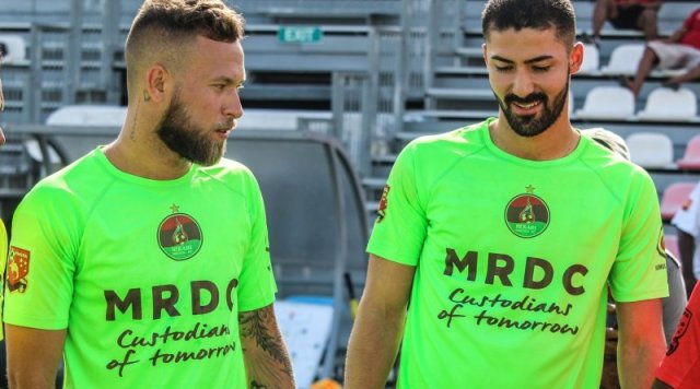 Vinicius (Alemão) e Erick, os brasileiros fizeram os gols da equipe no vídeo abaixo