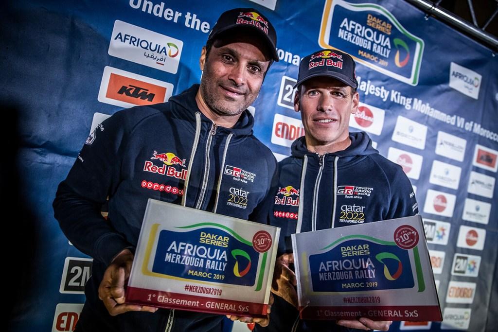 O momento da consagração para Al-Attiyah e Baumel, no final do Afriquia Merzouga Rally. Para ambos, vencer tem sido uma rotina...