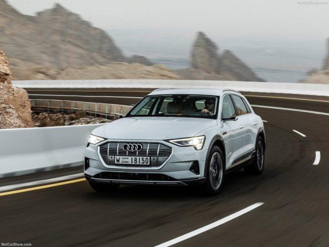 Audi-e-tron-2020-a curvar em estrada