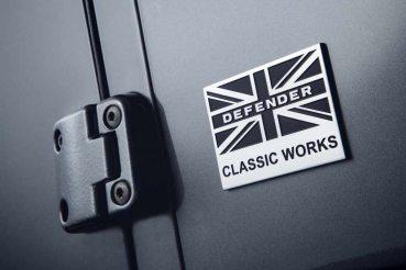 O logo personalizado Defender Classic Works